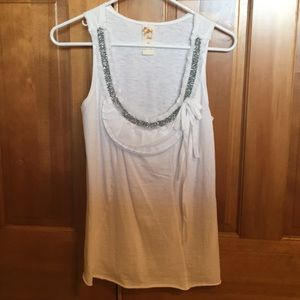 White sleeveless t-shirt with bead and lace detail